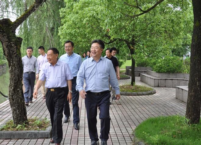 湖州市政协主席杨建新一行到上墅教育集团调研
