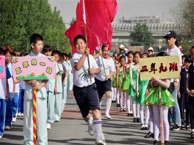 北京市中关村外国语学校办学特色