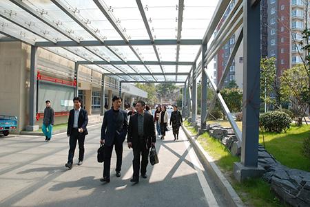 坚持办学理念 创适合的教育 ——校长一行参观南京句容碧桂园学校