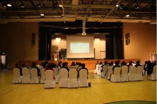 常青藤学校G9-G12年级期中考试家长会顺利召开