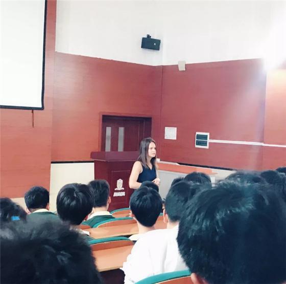 上海枫叶国际学校初高一体化之高中课程体验周