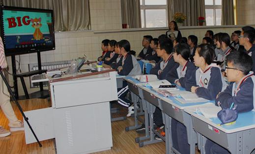 """威海环翠国际中学""""双师模式""""讲活英语课堂"""