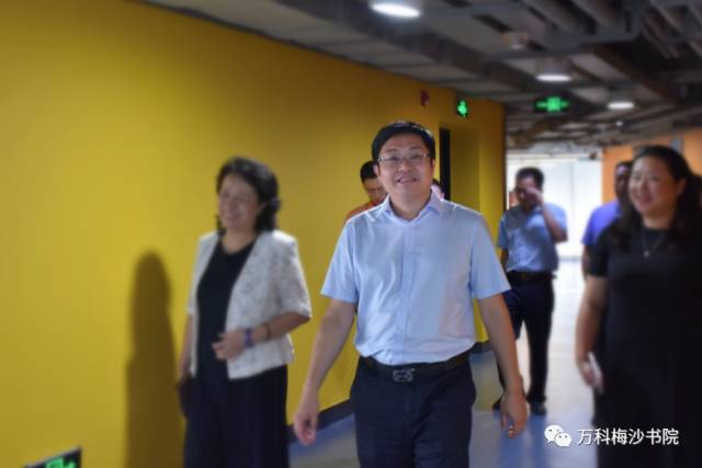 深圳市教育局赵立副局长一行视察万科梅沙书院
