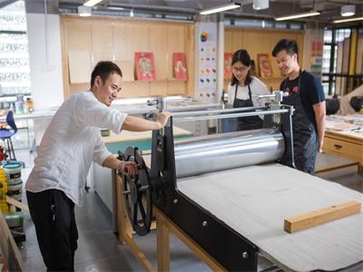 深圳万科梅沙书院的学生规模是怎么样的?