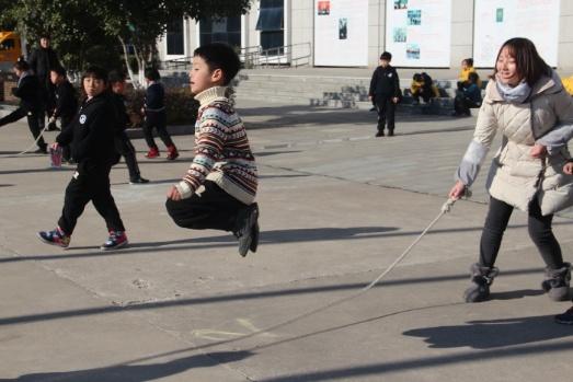镇江枫叶国际学校初小部跳长绳比赛报道